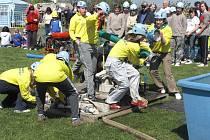 Mladí dobrovolní hasiči soutěžili ve Skutči při závodech O pohár starosty Skutče a Memoriálu Honzíka Kreminy.