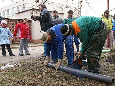 Prasklá trubka zapříčinila čtvrteční  výpadek dodávky vody v chrudimském sídlišti U Stadionu a v Družstevní ulici.