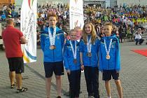 Úspěšní medailisté na dětské olympiádě. Zleva: Jan Marek, Adéla Krátká, Žaneta Jantačová a Kamil Klein.
