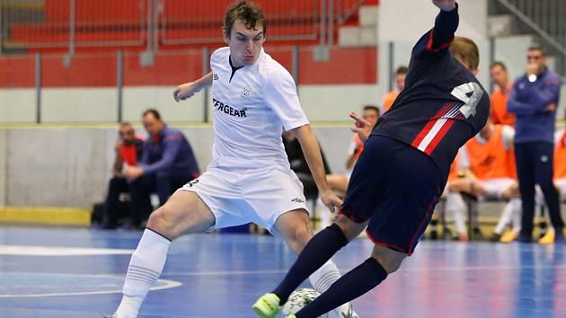 Úvodní utkání chrudimské skupiny UEFA Futsal Cupu zvládli hráči ERA-PACKu lépe než jejich soupeř z Bratislavy. Po trefách Maxe, R. Mareše, Záruby a Rešetára zaslouženě vyhráli.