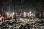 Hořel les, hasiči zjistili ohniska pálení klestí