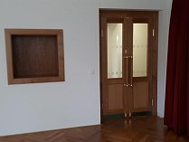 Interiér byl vkusně zrekonstruován.