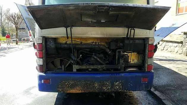 V Prachovicích hořel autobus
