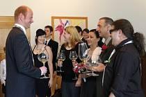 V pátek 13.4.2012 ve 13 hodin si řekli v obřadní síni Městského úřadu v Chrudimi své ano Iveta Víšková a Richard Mráček.