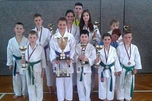 Závodníci z Karate klubu Lichnice přivezli ze 20. ročníku Mistrovství Moravy a Slezska celkem 17 cenných kovů.