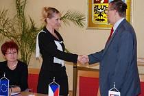 HLINSKO. Předseda Regionální rady a hejtman Pardubického kraje Radko Martínek v pátek 10. července podepsal tři smlouvy o poskytnutí dotace z Regionálního operačního programu NUTS II Severovýchod.