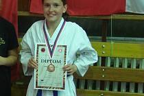 Nina Pražáková z oddílu Karate Hlinsko na vamberském Shotokan Cupu ve své kategorii obsadila třetí místo.