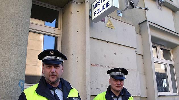 Městská policie má novou služebnu v Revoluční ulici.