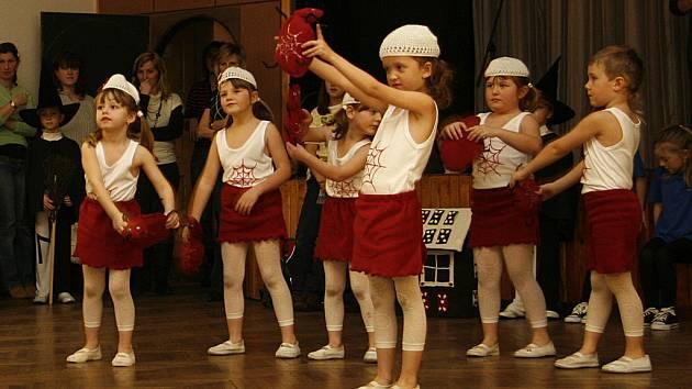 Děti z hlineckého Ministudia Sluníčko předvedli svoje taneční umění.