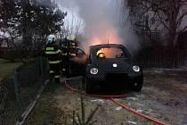 Závada na elektroinstalaci způsobila požár vozidla