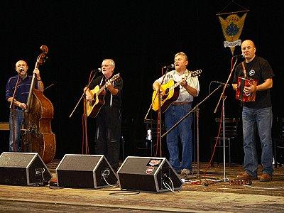 Chrudimská country sestava Chrpa (na snímku) si v sobotu dala dostaveníčko se svými věrnými posluchači v chrudimském Divadle Karla Pippicha.
