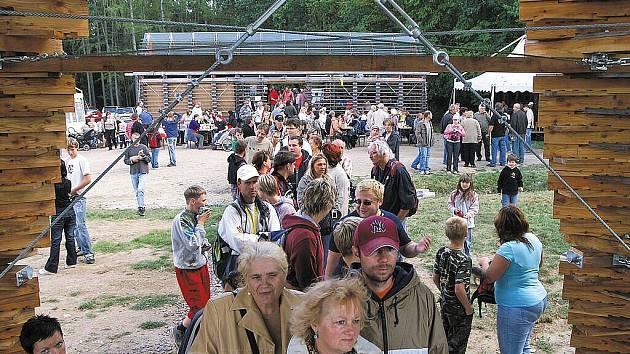 Rozhledna Bára II na Čertově skalce v Podhůře byla otevřena pro veřejnost
