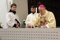 Oltář posvětil Mons. Jan Vokál, královehradecký biskup
