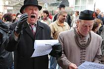 """Hapenningu s názvem """"Konečně mír! Konečně svoboda!"""" na chrudimském Resselově náměstí byl ojedinělým pokusem o rekonstrukci událostí 28. října 1918"""