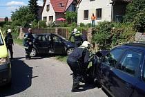 Řidička automobilu ve Smrčku vjela do protisměru a narazila do stojícího osobního vozu Ford Mondeo.