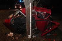 Šestadvacetiletý řidič osobního automobilu Škoda Felicia havaroval před benzinovou stanicí ve Slatiňanech. Zraněním na místě podlehl.
