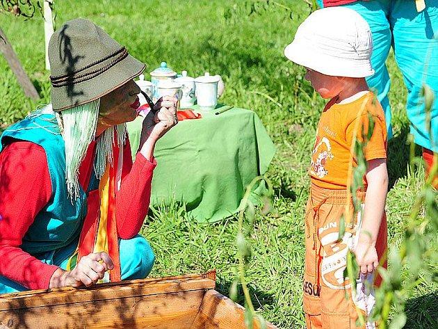 Děti v Bojanově potěšil Pohádkový les.