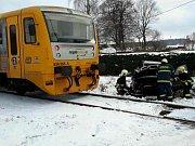 Střet osobního automobilu a vlaku na železničním přejezdu v Krouně, části obce Čachnov.