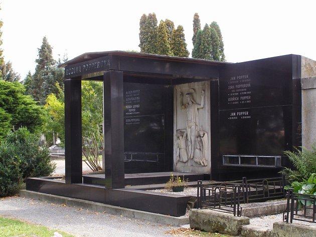 Popperova hrobka na chrudimském hřbitově UKříže.