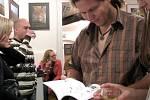 N a zámku v Nasavrkách proběhl křest nové publikace o ooppidu Železné Lhotice a autogramiáda autorů Alžběty Danielisové a Tomáše Mangela..