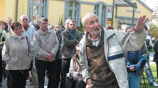 Botanik Václav Větvička zahájil novou sezonu v lužském arboretu.