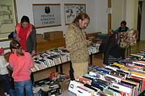 Výprodej knih v chrudimské knihovně