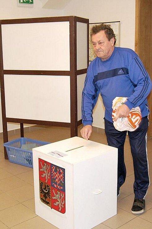 První den komunálních voleb 2010 v Nasavrkách.