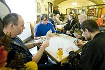 Mariášnící se v sobotu setkali v Hotelu Alfa při patnáctém ročníku Policejního turnaje v křížovém mariáši.
