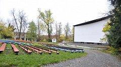 Areál chrudimského letního kina.