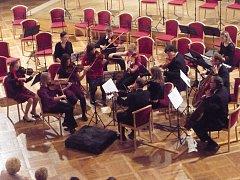 Chrudimská komorní filharmonie při společném svátečním koncertu s Kyjovským komorním orchestrem