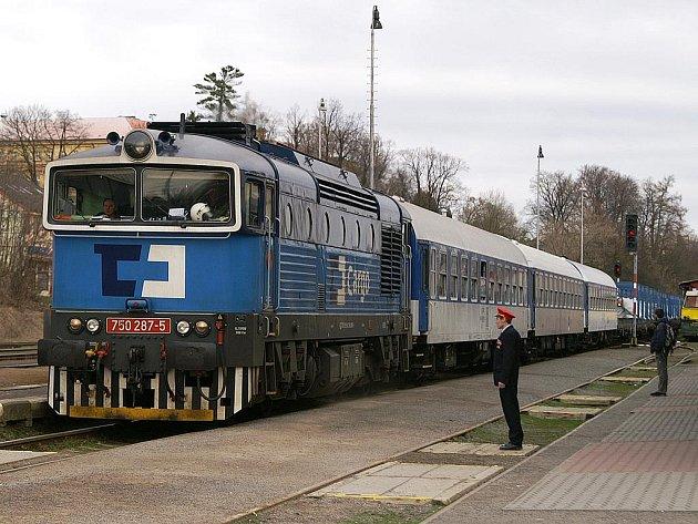 Atomový vlak při průjezdu Chrudimí.