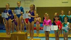 Na stupně vítězů poprvé v sezóně stoupla chrudimská Sára Kulhavá (2. místo – úplně vlevo).
