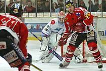 Z hokejového utkání Chrudim - Chomutov.