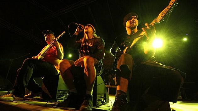 Léto s Rychtářem pokračovalo trojkoncertem skupin Harlej, Škwor a Alkehol.