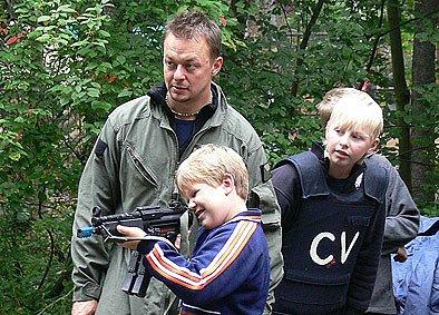 Tábor dětí barandovských filmařů navštívili příslušníci speciální jednotky Policie ČR.