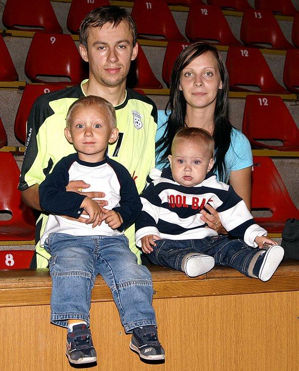Futsalista Lukáš Rešetár s rodinou.
