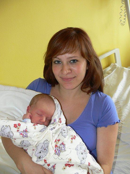 VÍT ŠIKL (3,29 kg a 50 cm) je od 25.6. od 15:14 po 15měsíčním Vojtěchovi jméno dalšího miminka Petry a Petra Šiklových z Chrudimi.