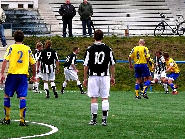 DERBY REZERV. Fotbalové utkání I. B třídy AFK Chrudim B - SK Chrudim B.