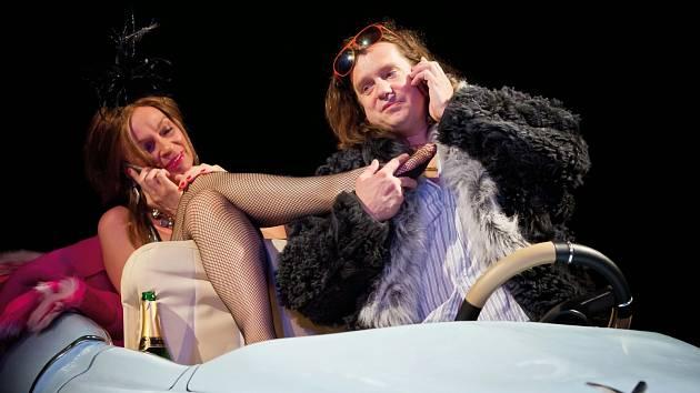 Ve Skutči se odehraje představení divadelní hry Hlava v písku.