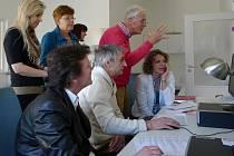 Odborníci z partnerského města Ede při návštěvě chrudimského hospice.