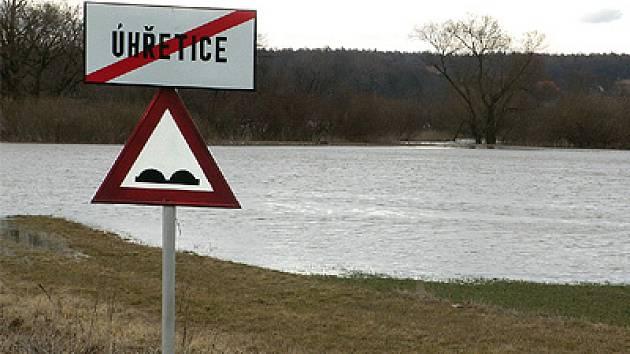 Velká voda řádila v březnu 2005 i v okolí Úhřetic.