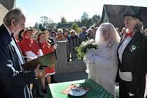 Recesistická svatba naruby ve Studnicích.