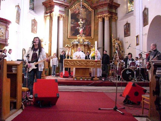 Rocková mše v Hlinsku se skupinou Michael.