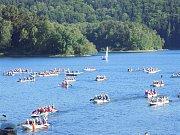 Paddleboardy a den dětí ovládnou přehradu