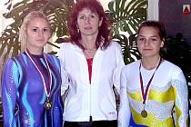 Zleva M. Pecinová, trenérka S. Hovorková a J. Novotná