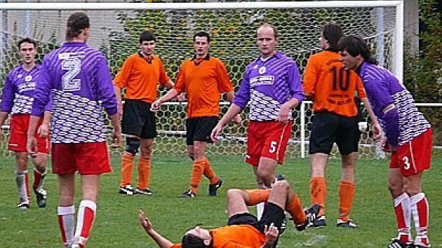 Šest gólů nabídlo remízové utkání mezi Rváčovem a Rozhovicemi.