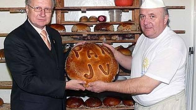 Jan Veleba (vlevo na snímku) s pekařem Stanislavem Peckou.