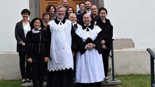Dvakačovice navštívil biskup slovenské evangelické církve augsburského vyznání z Prahy.