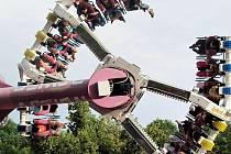Tato atrakce neměla o pasažéry nouzi. Adrenalin vyplavila z těl velmi rychle.