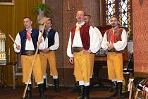 Chrastecký hudební festival se musel z nádvoří přesunout do zámecké kaple.